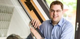 Dachschiebefenster mit elektrischer Dimmfunktion gegen die Überhitzung im Sommer