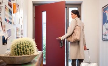 Auch nachträglich lässt sich in eine Haustür ein intelligentes Türschloss einbauen
