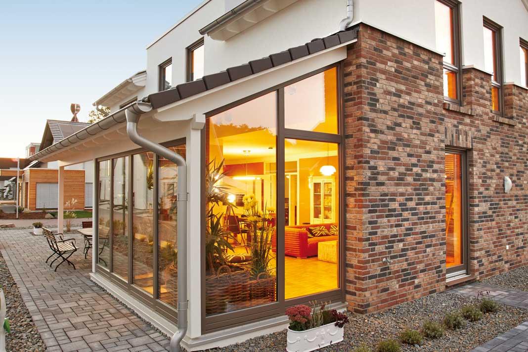 Der Wintergarten erweitert den Wohnbereich nicht nur um einige Quadratmeter, er sorgt auch für ein lichtdurchflutetes Ambiente.
