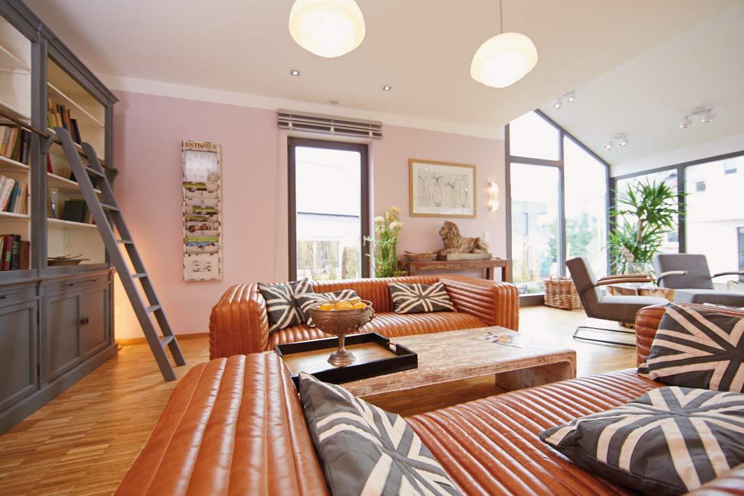 Der 60 qm große L-förmige Koch-/Wohn-/Essbereich beeindruckt durch seine überwältigende Offenheit, die bodentiefen Fenster und den Wintergarten.