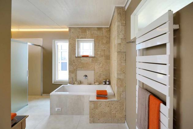 Das moderne Badezimmer gleicht einer Wellnessoase im XXL-Format. Hier bereitet der Aufenthalt viel Spaß und Erholung.