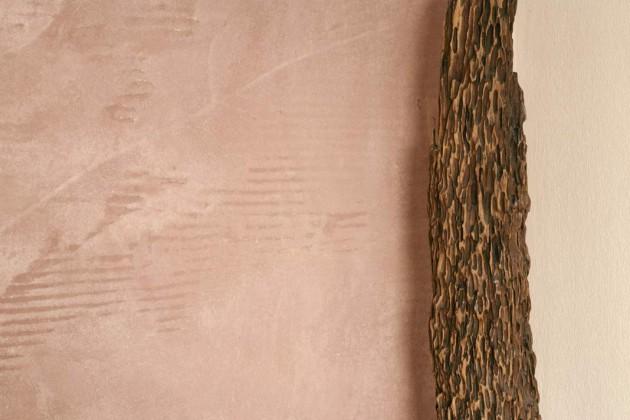 Tonputz: Wohngesunde Wandgestaltung mit sanft verlaufenden Oberflächenveränderungen