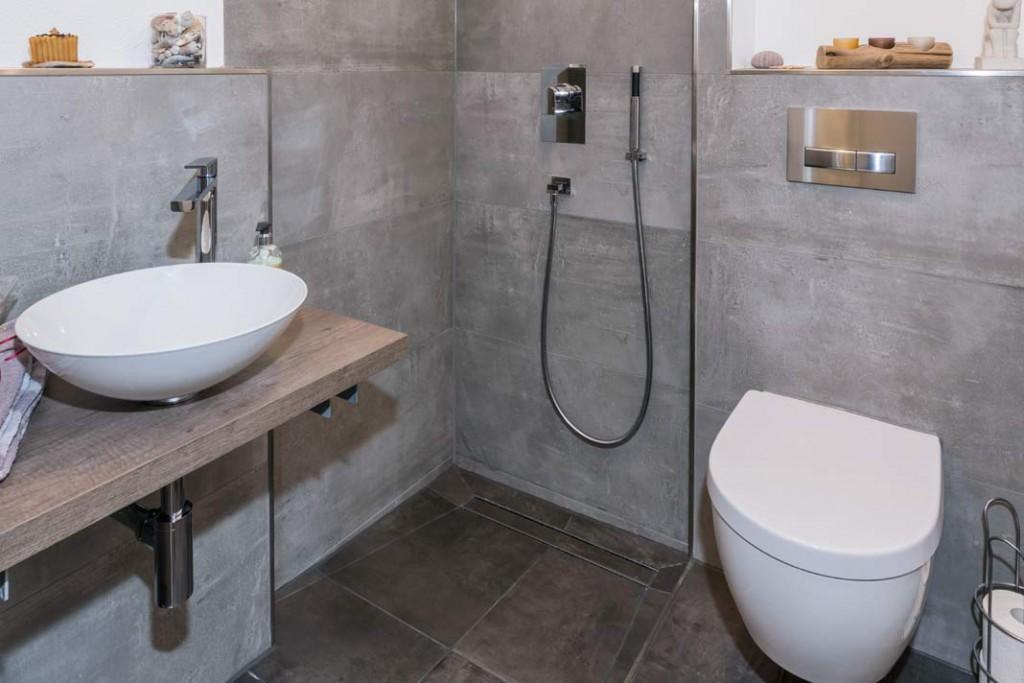 Auch auf kleinem Raum kann ein voll funktionsfähiges Duschbad entstehen.