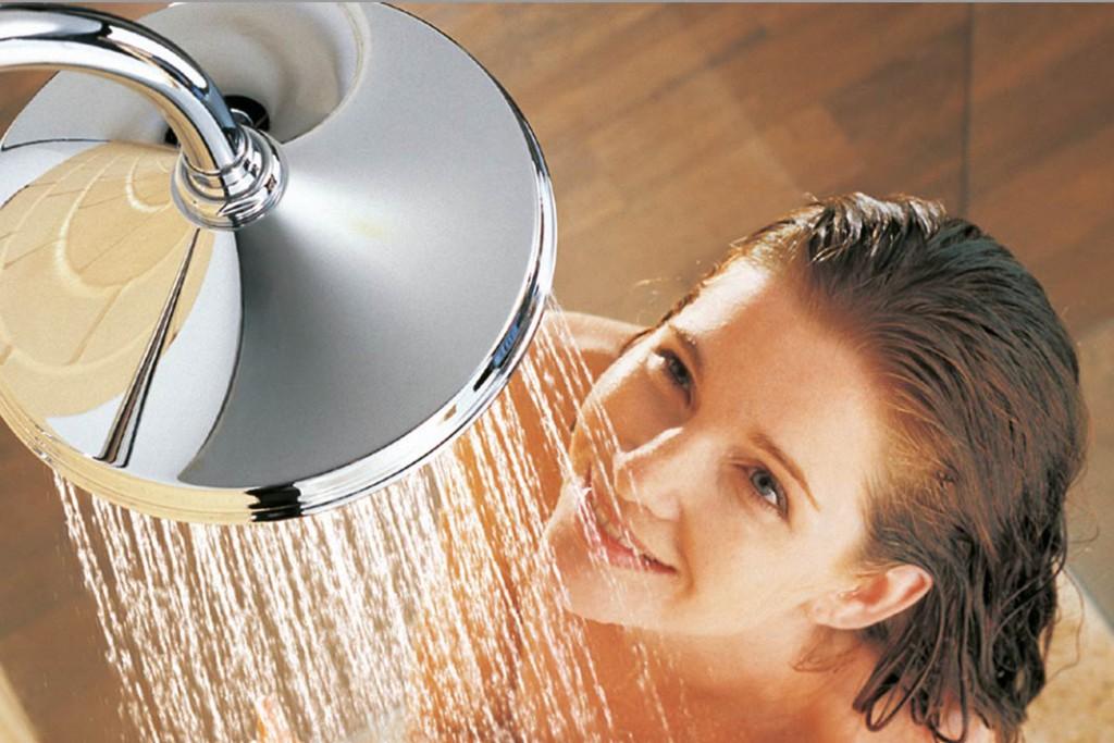 Duschen und Baden mit gutem Gewissen, weil die Sonne das Wasser erwärmt.