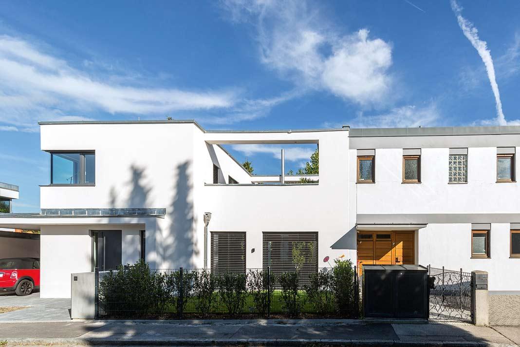 Die Villa ist nicht zuletzt in Sachen Energieeffizienz die bessere Hälfte des Doppelhauses. Foto: Böhm