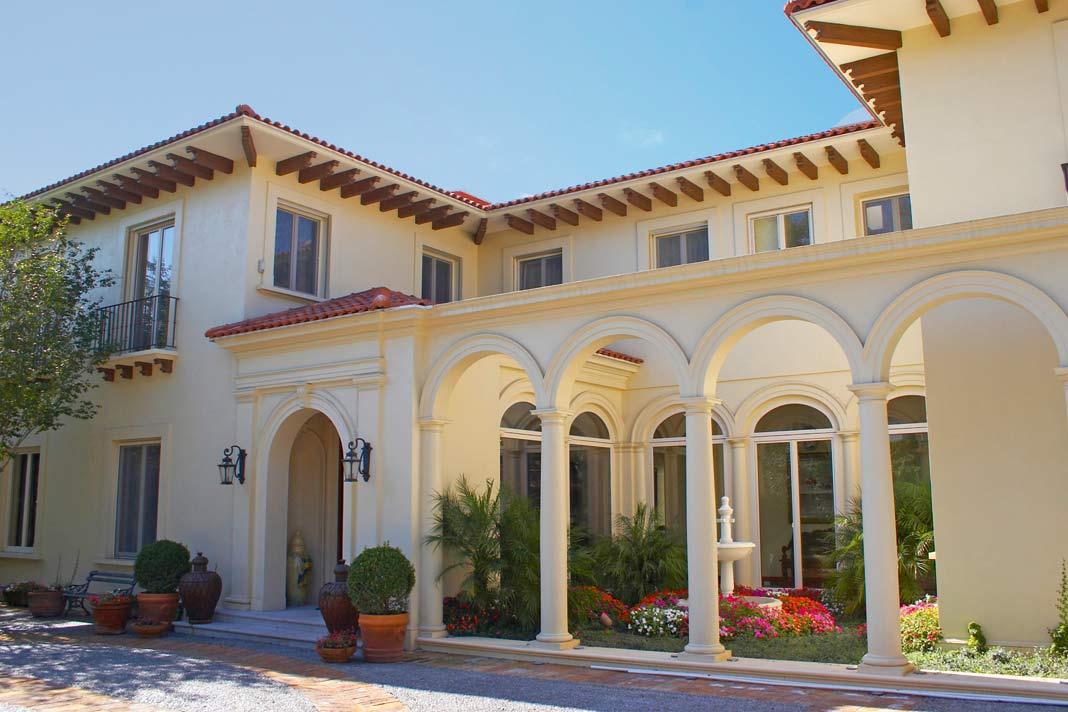 Die Villa mit ihrem alten Gemäuer ist dank der Energiespar-Fenster bestens gerüstet. Foto: Drutex