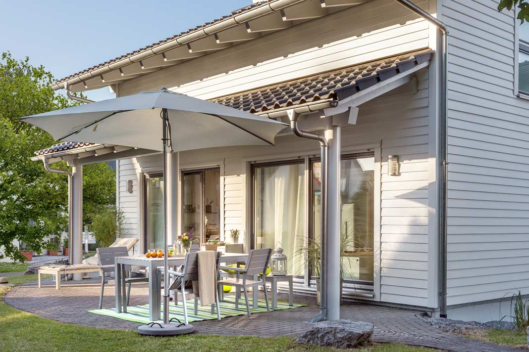 Die Terrasse erhielt ihr eigenes Dach