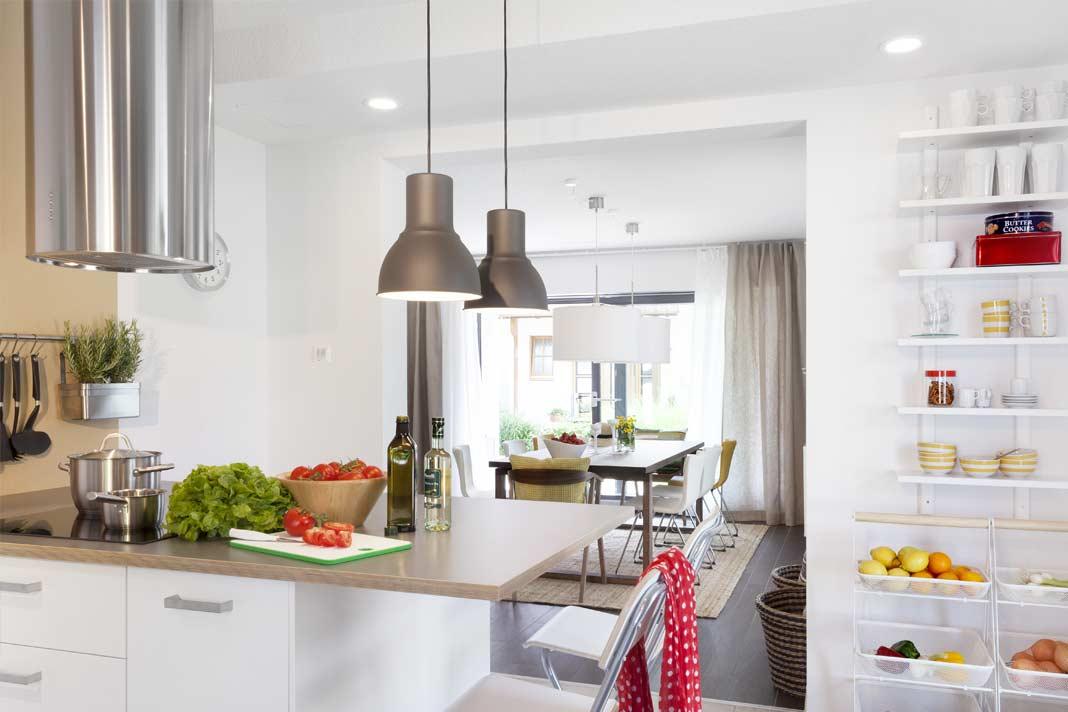 Küche und Essbereich gehen offen ineinander über