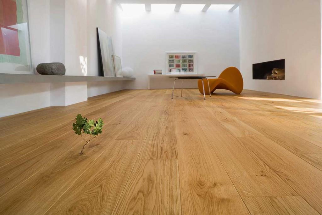 Holzböden sind fußwarm und schaffen darüber hinaus ein warmes Ambiente. Foto: Bona