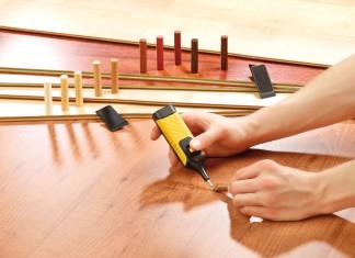 Ein Reparaturset für Holzböden und Möbeloberflächen von Pearl.