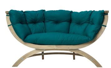 Stylisches und wetterfestes Sofa für die Terrasse. Foto: Wayfair