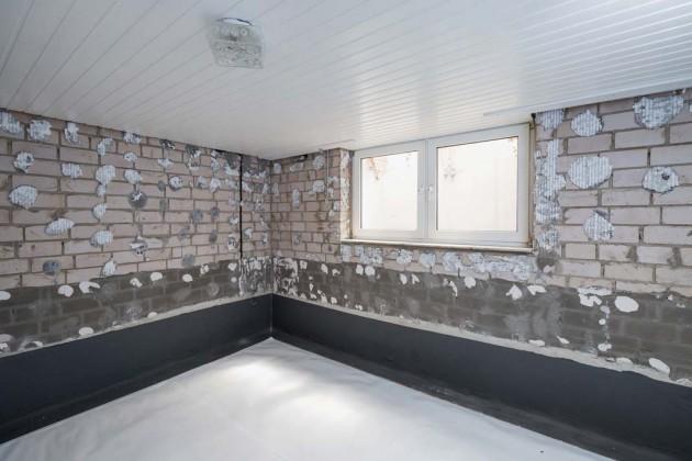 Die Kellerwand musste nur in einer Höhe von 50 cm von innen abgedichtet werden.