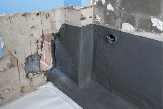 Für die lückenlose Abdichtung erfolgte zwischen den Räumen ein Wanddurchbruch.