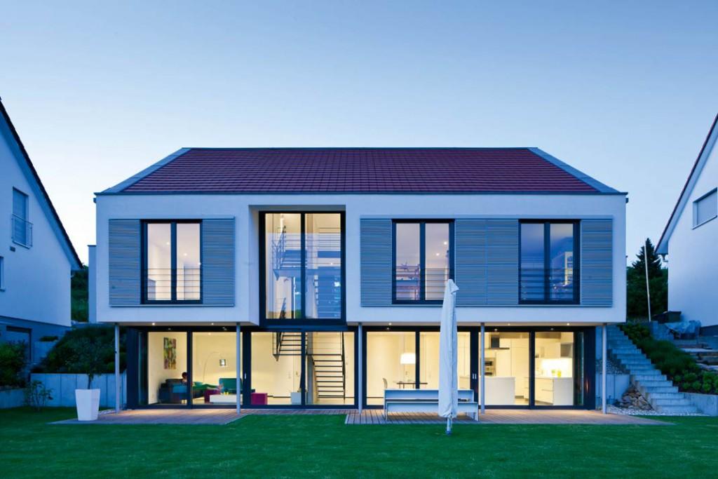 Klare Formensprache, Transparenz, Licht und Freude an der Natur – nach diesen Grundsätzen entstand das Wohnhaus von Familie Weik