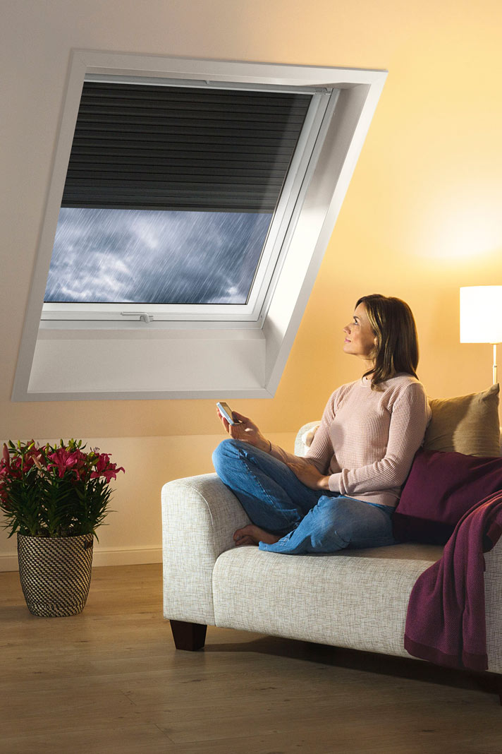 rolll den f r dachfenster als w rmeschutz livvi de. Black Bedroom Furniture Sets. Home Design Ideas
