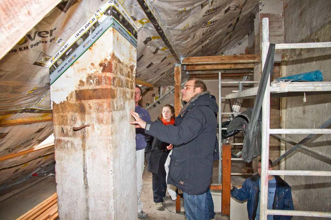 Viele Hausbesitzer lernen die Malaisen ihres Eigenheims erst anlässlich größerer Sanierungs- oder Modernisierungsarbeiten wirklich kennen.