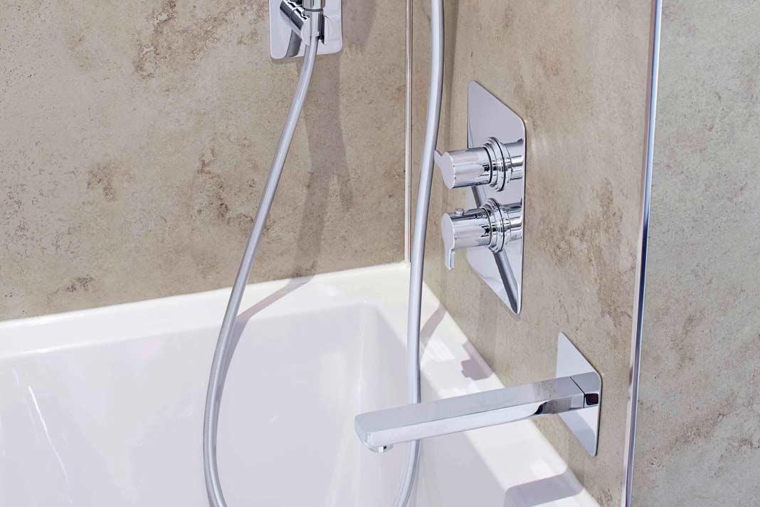 Sämtliche Sanitär- und Ausstattungselemente von der Wandgestaltung bis zum Bodenbelag sind optisch und technisch aufeinander abgestimmt.