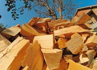 Brennholz Tipps: Seit 2015 gelten strengere Emissionsvorschriften für private Kamine, Kaminöfen und Kachelöfen.