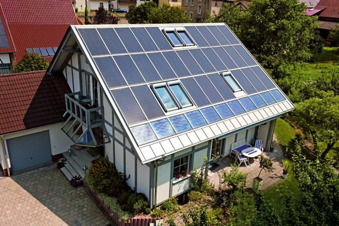Sunroof Photovoltaik mit integrierter Hinterlüftung und Solarsicherheitsglas.