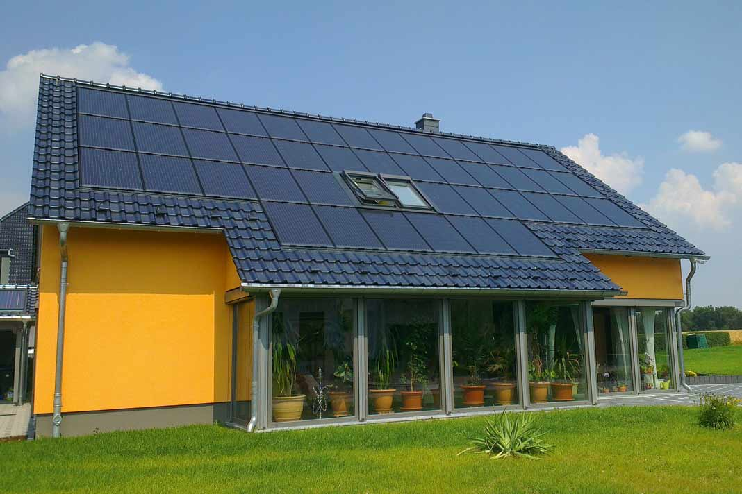 Diese Solarmodule sind aus ästhetischen Gründen ohne Rahmen ausgestattet.
