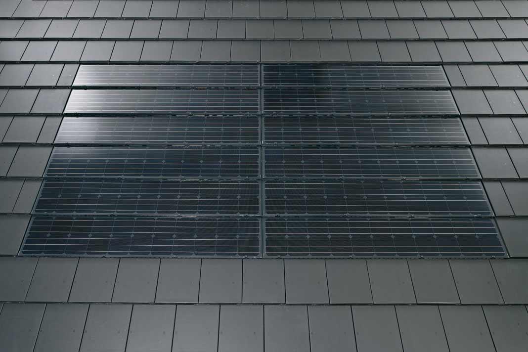 """Das Indach-System """"PV Premium"""" macht aus einem Schutzdach ein Nutzdach."""