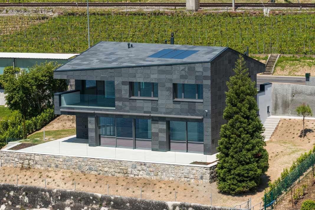 Haus am Genfer See mit einer monolithischen Gestaltung
