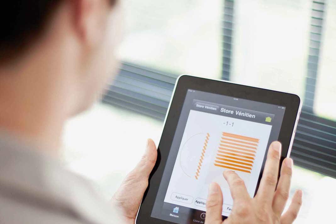 Einige Anbieter von Rollladen-Steuerungen haben ihre Systeme zu komplexen Smart-Home-Systemen erweitert.