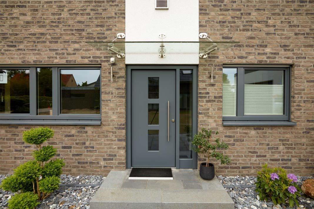 Formschöne Holzfenster aus eigener Produktion, handwerklich hochwertig verarbeitet und mit herausragenden Dämmwerten stehen ebenso beispielhaft für Nachhaltig.