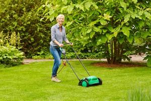 Mit der richtigen Pflege zu einem sattgrünen, gesunden, moosfreien Rasen. Foto: Floragard