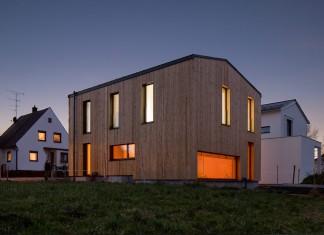 Mit der zeitgemäßen Holzbauarchitektur geht hier modernste Gebäudetechnik einher. Foto: Lothar Reichel, REVO-Studio