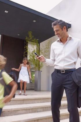 Beim Verlassen sorgt ein Klick auf dem Smartphone für beruhigende Sicherheit