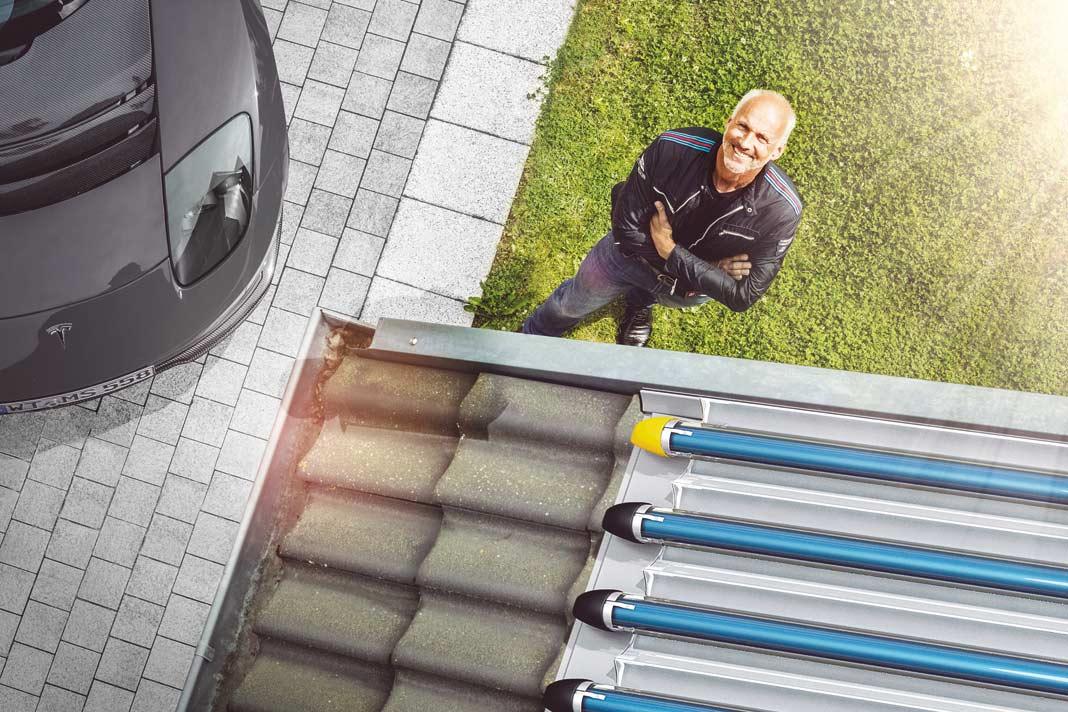 Vakuumröhren-Kollektoren sind teurer, aber auch leistungsfähiger als Flachkollektoren.
