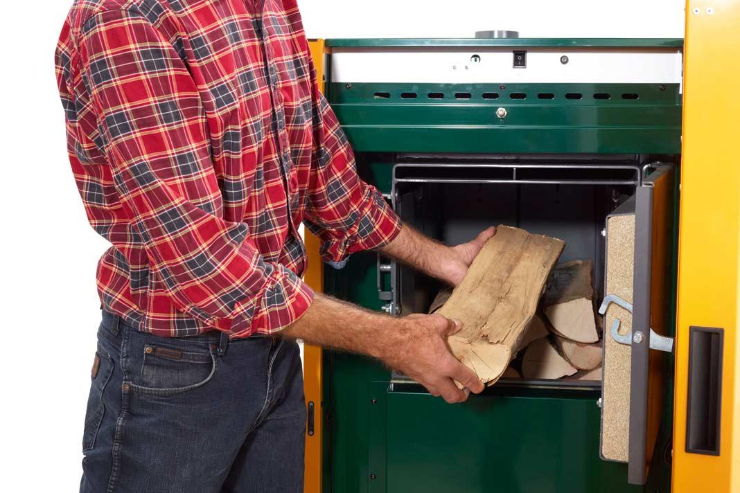 Ein Stückholzkessel erzeugt mit einem Abbrand eine Menge Wärme.