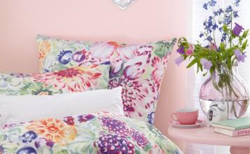 """Frühjahr und Rosa passen ideal zusammen, hier mit der Wandfarbe """"Mandelblüte"""". Foto: Alpina"""