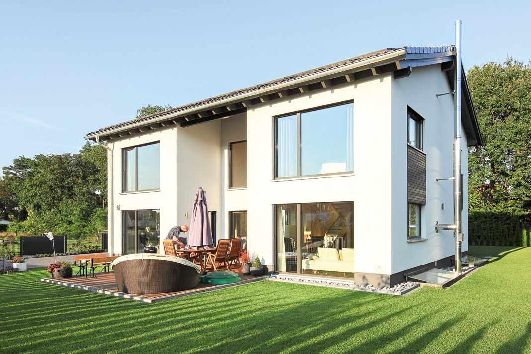 Energieeffizient und nachhaltig, wohngesund und lichtdurchflutet – das waren die Vorstellungen einer jungen Familie aus Ostwestfalen für ihr neues Heim.