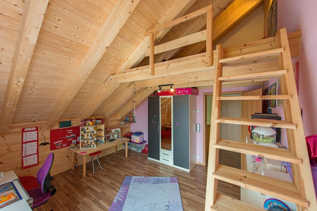 Häuser aus Holz sind der Inbegriff des naturnahen Bauens.