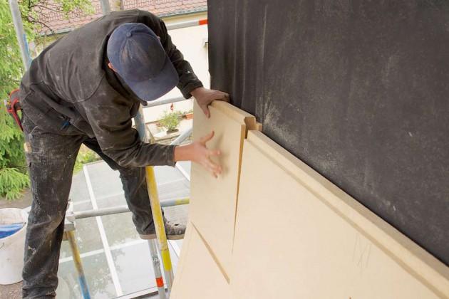 Die Holzfaser-Unterdeckplatten wurden von den Fachmännern im Nut- und Federverfahren zusammengesteckt.