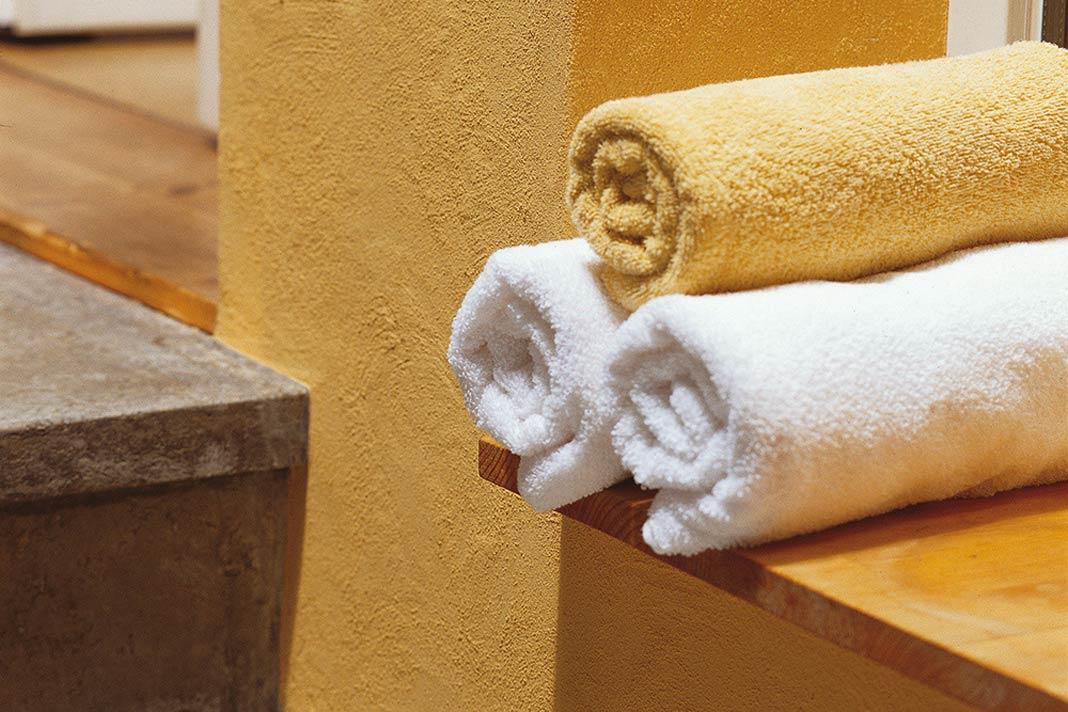 Im Badezimmer wird Lehmdekorputz auch aus hygienischen Gründen gerne eingesetzt.