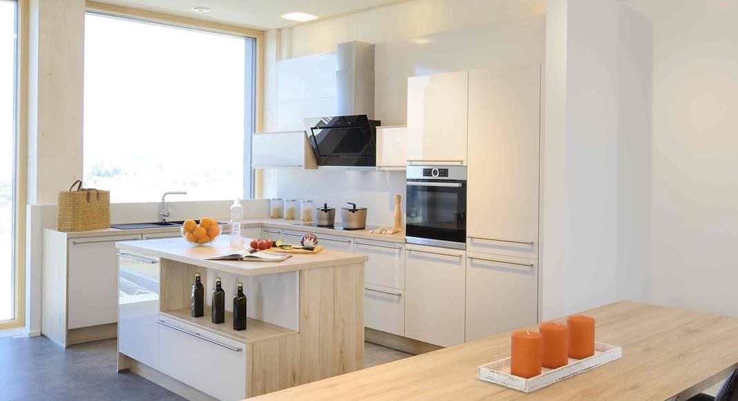 Wer sich heute auf eine neue Küche freuen darf, der bekommt bei KAMPA serienmäßig ein Induktionskochfeld dazu.