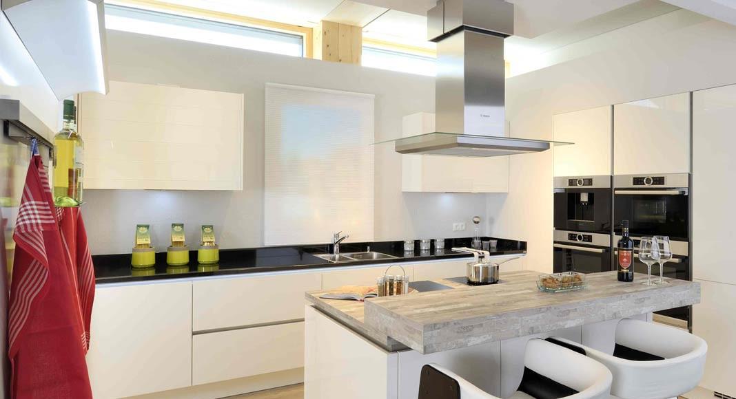 Große Küchen, kleine Küchen, mit und ohne freistehendem Kochblock.