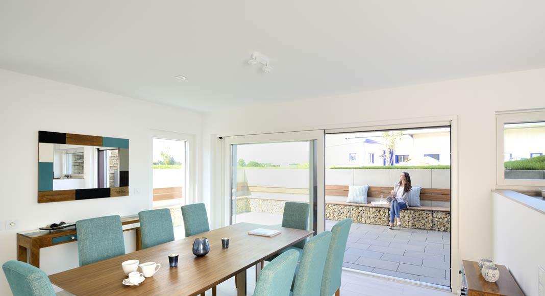 Vom Essbereich der Einliegerwohnung gibt es einen direkten Zugang zu einer eigenen Terrasse.