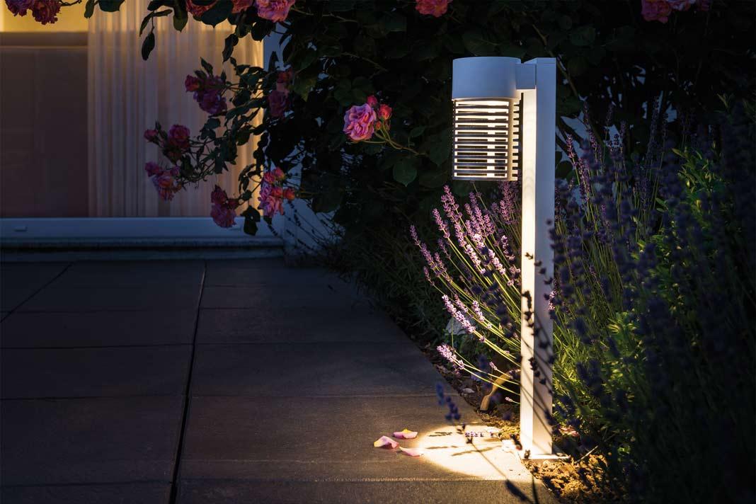 Dunkle Wege z.B. zur Haustür benötigen Licht zur Orientierung.