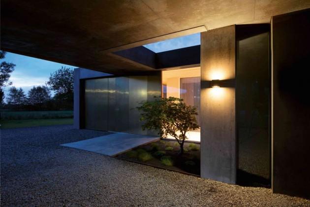 Wandstrahler können die Hausfassade vielseitig inszenieren und gleichzeitig wichtige Bereiche sichern.