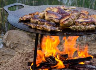 Eine Feuerschale, die auch noch als Grill benutzt werden kann, ist die ideale Besetzung für die Terrasse. Foto: Petromax