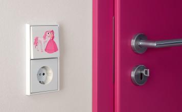 Farbe und eine individuelle Gestaltung, zum Beispiel der Lichtschalter, macht jedes Kinderzimmer zu einem Paradies für die Kleinen. Foto: Jung