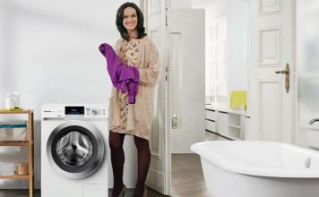Wäsche einlegen, Waschmittel dosieren und AutoCare einstellen: Die intelligente Wäschepflege.