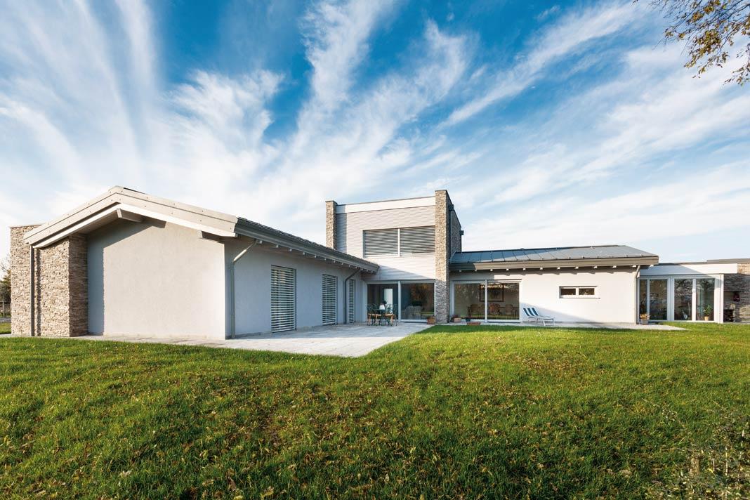 In Ligurien in Norditalien steht dieser rund 360 m² große Bungalow.