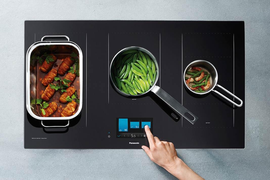 Dieses Kochfeld misst ständig direkt am Topf- oder Pfannenboden die Temperatur und regelt nach.