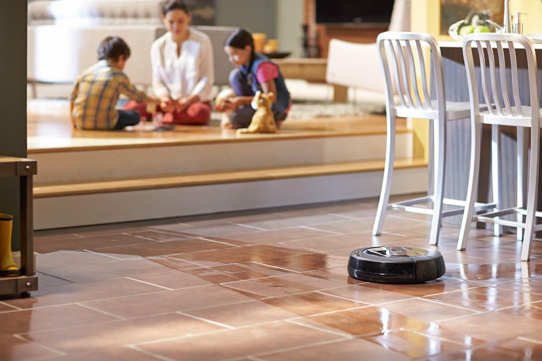 Arbeitsgängen säubert dieser Roboter selbstständig Küchenböden.
