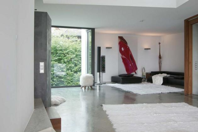 Der Haupt-Aufenthaltsbereich der Familie im Obergeschoss beeindruckt nicht nur durch seine Größe, sondern noch stärker durch seine Offenheit und die langen Sichtachsen.